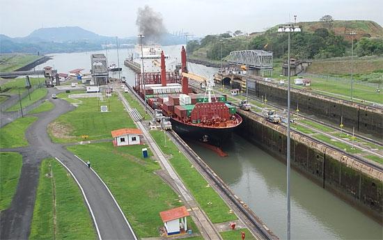 5893_canal_ship_550